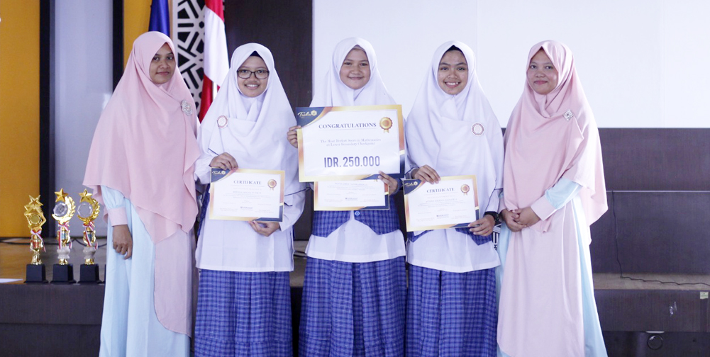Encourage Students to Achieve More, Tazkia IIBS Gave Recognition for Excellent Students